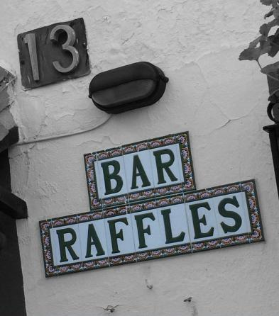 Bar Raffles